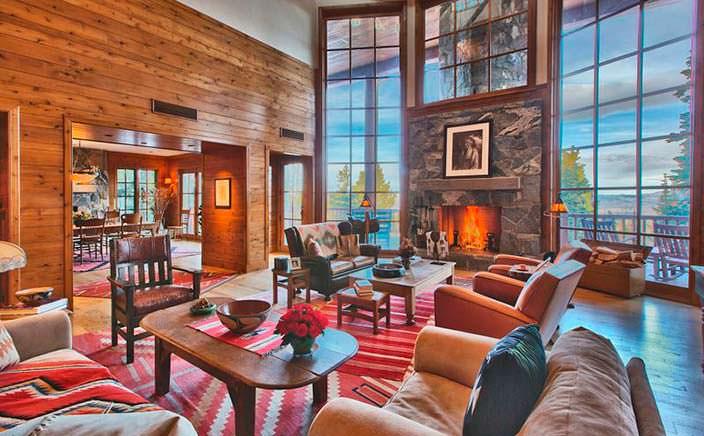 Интерьер гостиной в горном шале