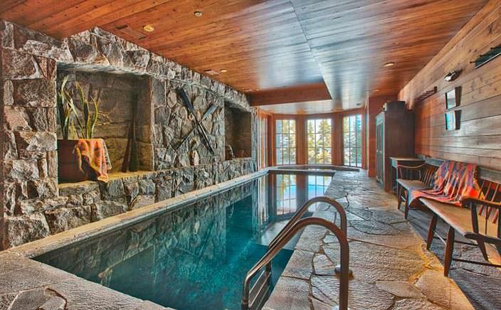 Собственный бассейн в доме