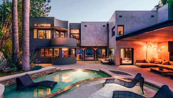 Певец Адам Ламберт наконец продал дом в Голливуде | фото и цена