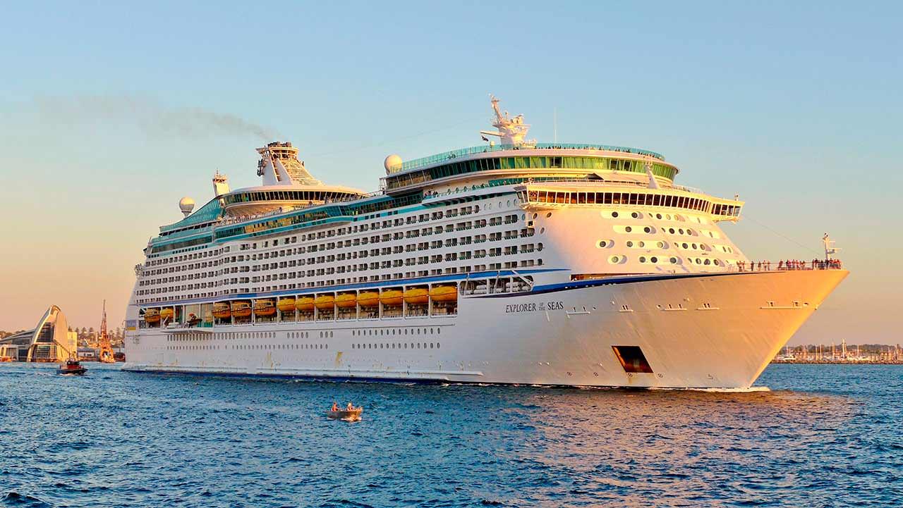 Многопалубный круизный корабль Explorer Of The Seas