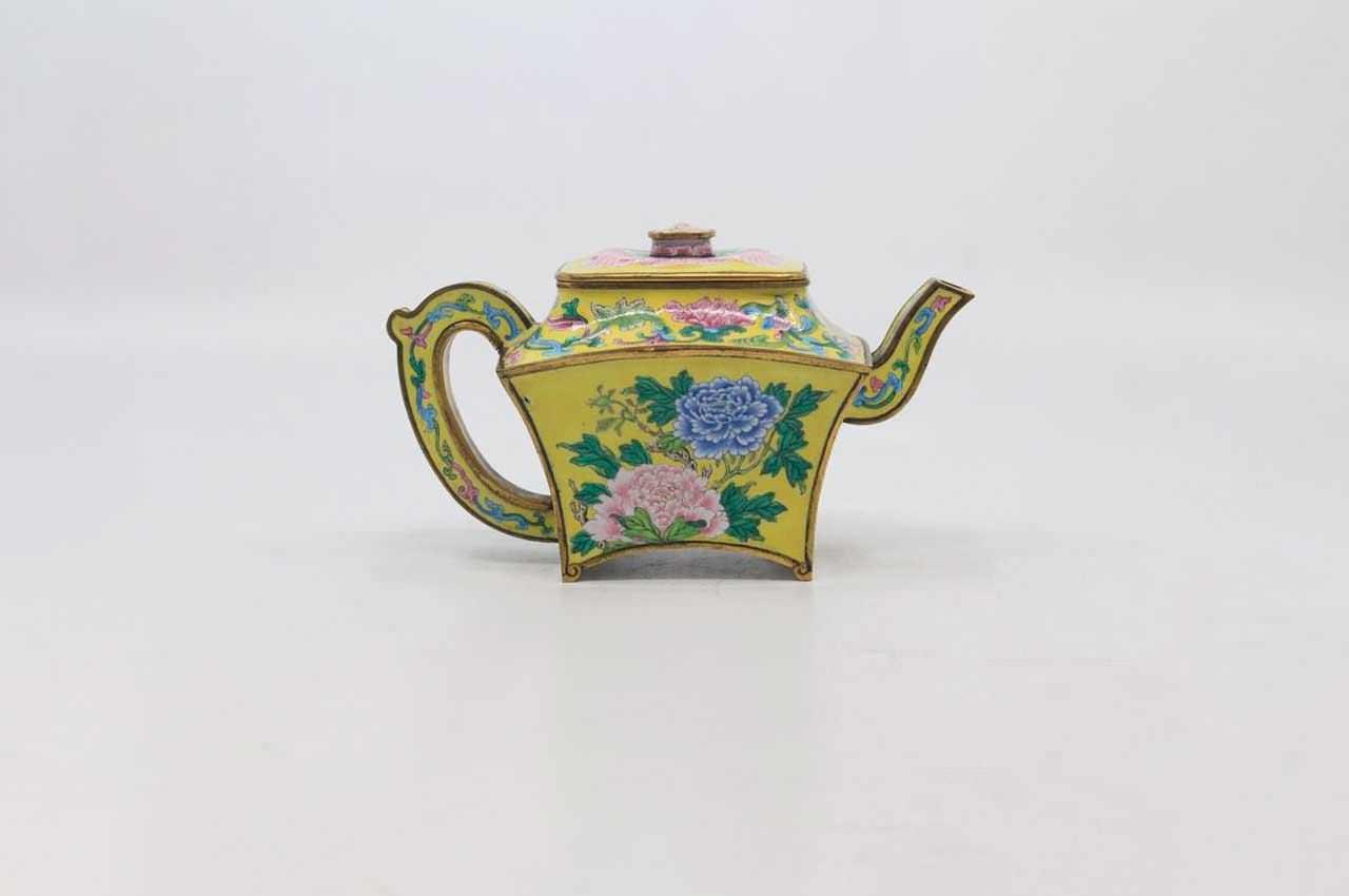 Китайский чайник времён императора Цяньлуна продан за $495 000