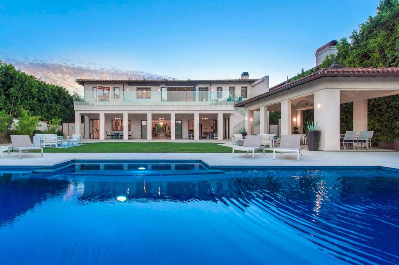 Кэти Гриффин продаёт мега-дом в Бэль-Эйр за $16 млн | фото