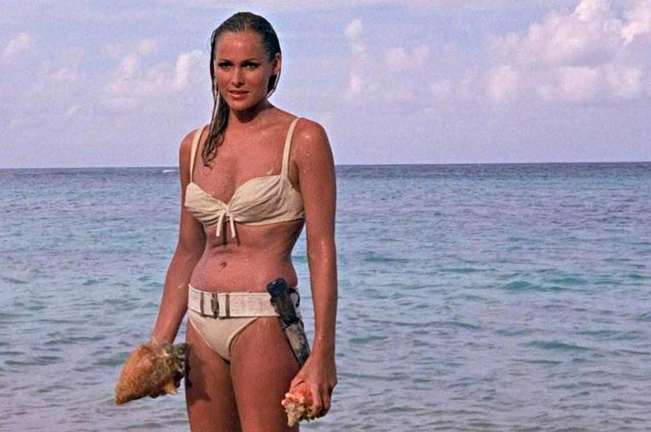 Бикини первой девушки Бонда уйдут с молотка. Агент 007 в шоке