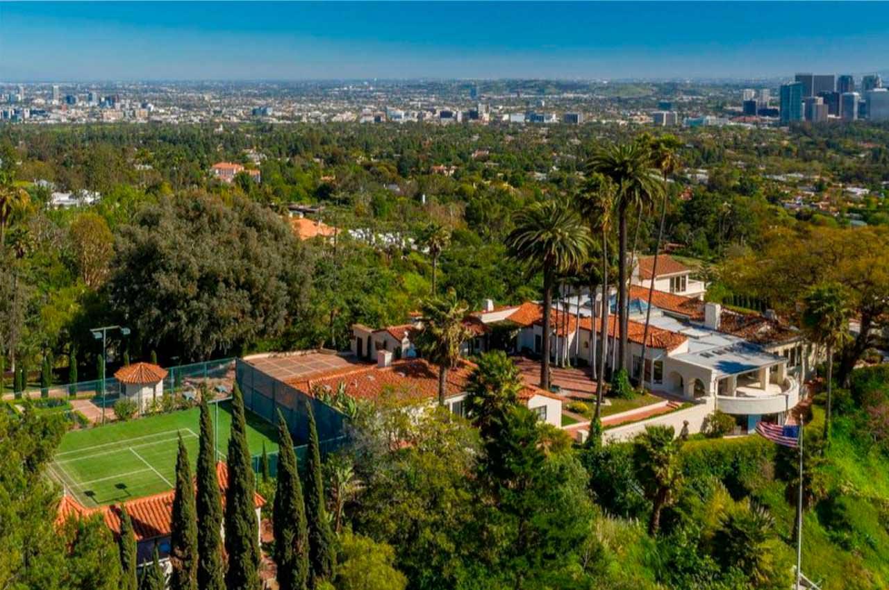 Леброн Джеймс купил виллу в Беверли-Хиллз за $36,75 млн | фото