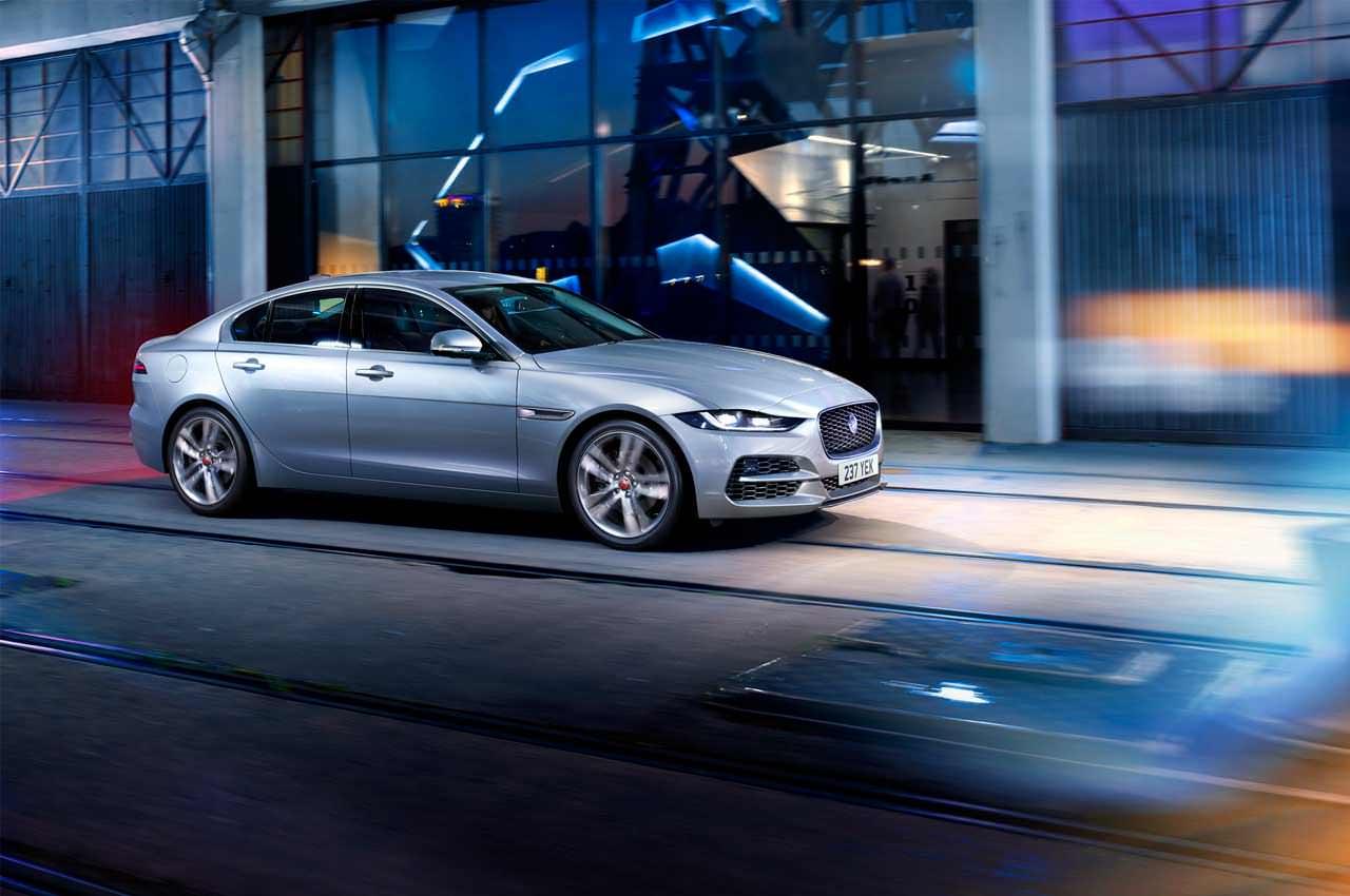 Обновлённый Jaguar XE 2021 года показали официально | фото