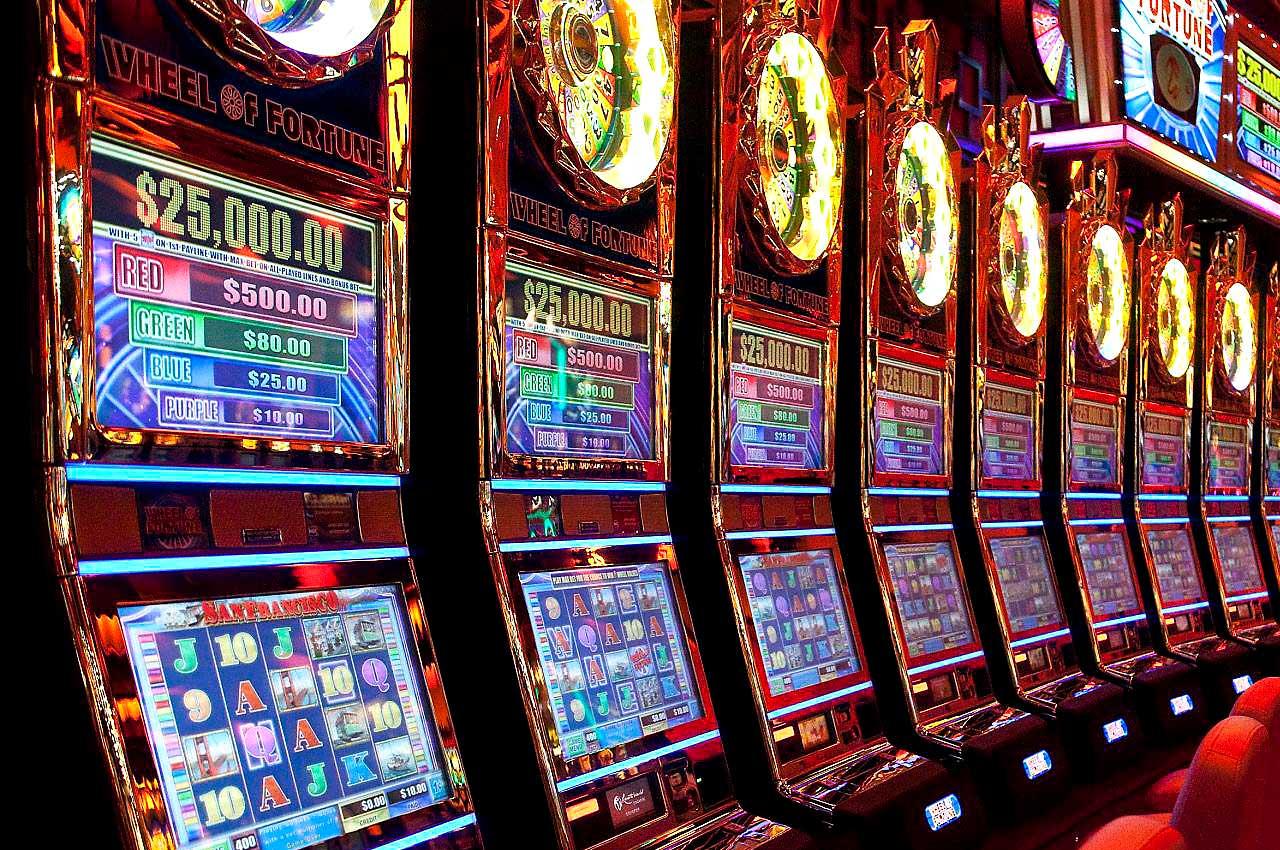 Топ лучших игровых автоматов — в какие слоты стоит играть на деньги