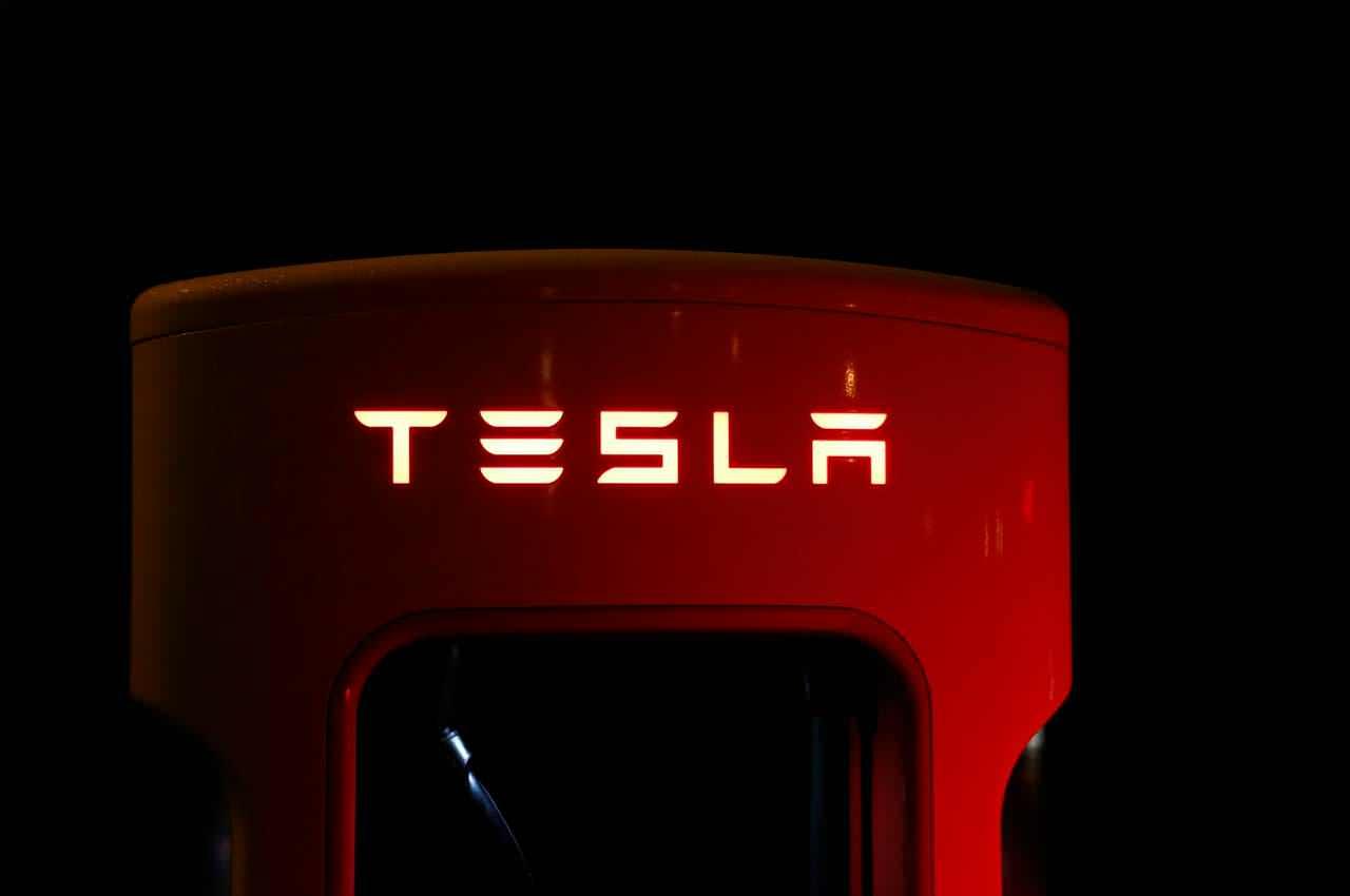 Какие электромобили из Европы и США популярны в 2021 году