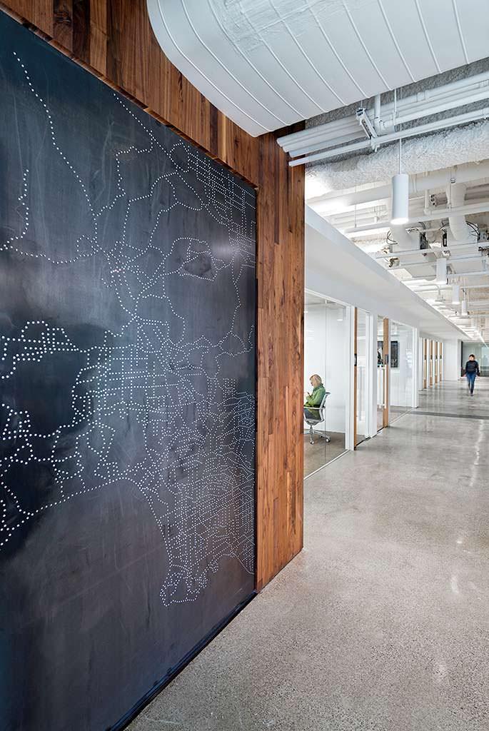 Карта восточного побережья США в офисе Uber