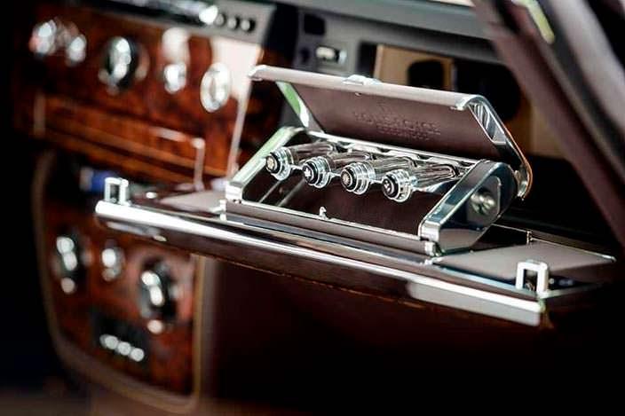 Фото | Аромат уд в бардачке Rolls-Royce Phantom Coupe