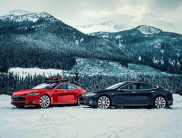 Фото зимой Tesla Model S P85D