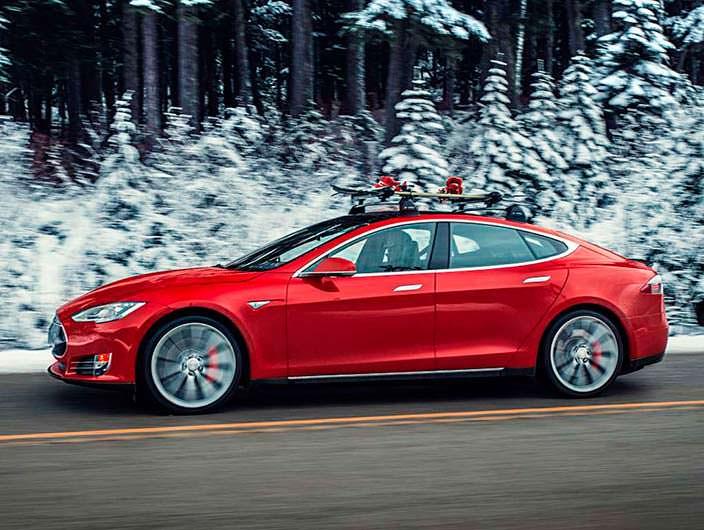 Фото | Tesla Model S P85D с креплением лыж на крыше