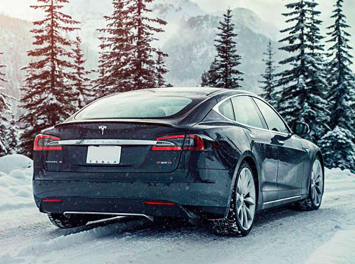 Фото | Tesla Model S P85D зимой