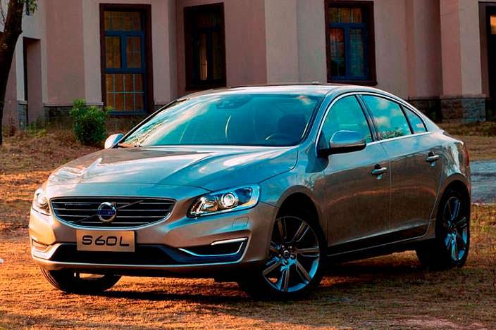 Седан Volvo S60L с удлиненной базой
