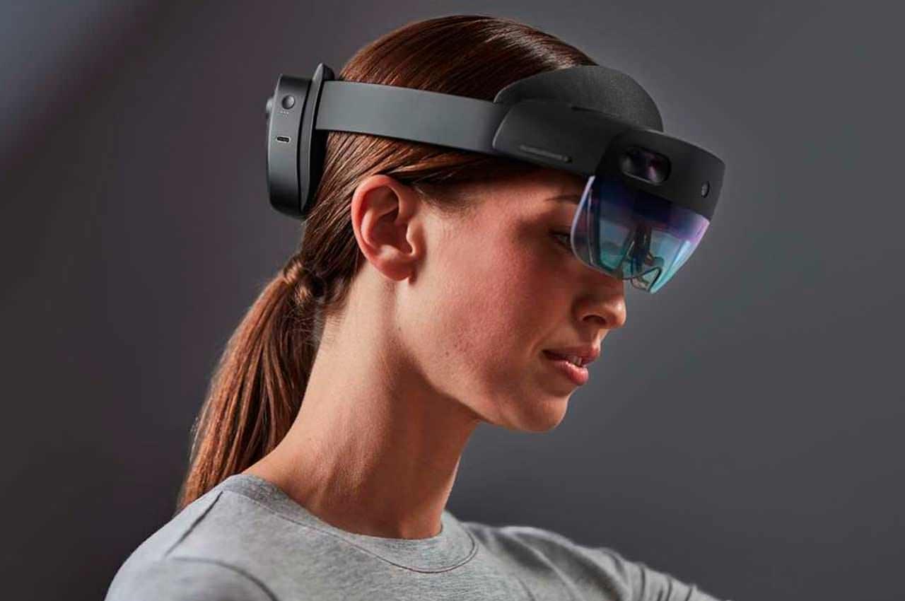 Microsoft HoloLens: очки дополненной реальности   видео, инфо