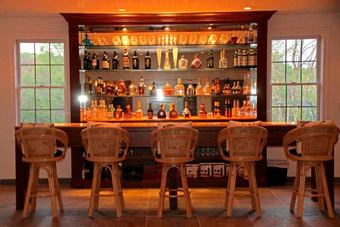 Фото   Собственный бар в доме