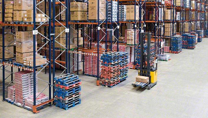 Стеллажное оборудование для склада от компании «Форстор»