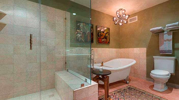Дизайн ванной комнаты в доме знаменитости