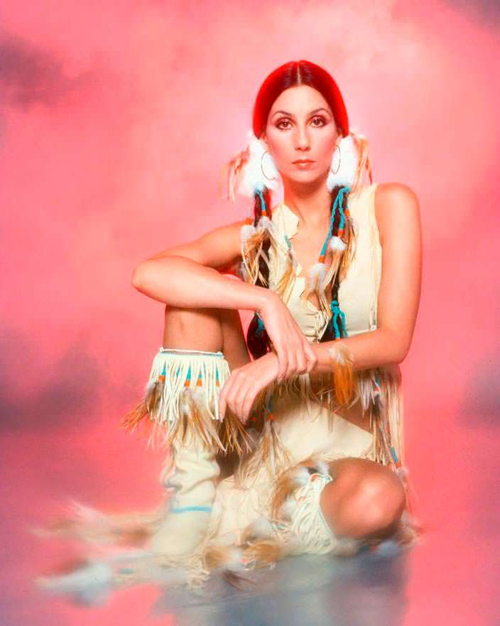 Фото Шер в образе Покахонтас