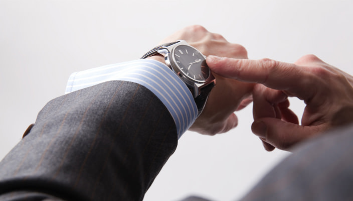 Наручные часы на руке