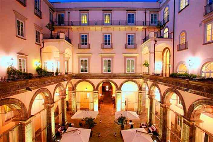 Номер отеля Palazzo Caracciolo в Неаполе, Италия