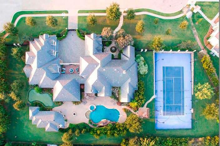 Дом с теннисным кортом
