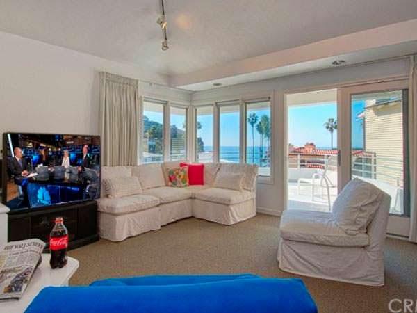 Панорамный вид на океан из гостиной