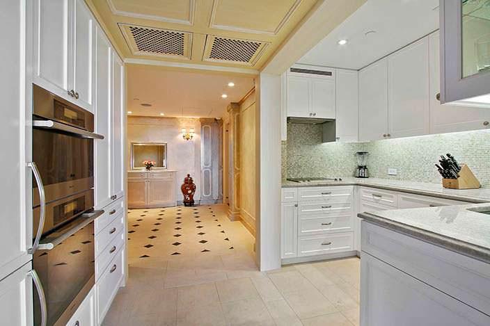 Кухня и гостиная в квартире на Манхэттене