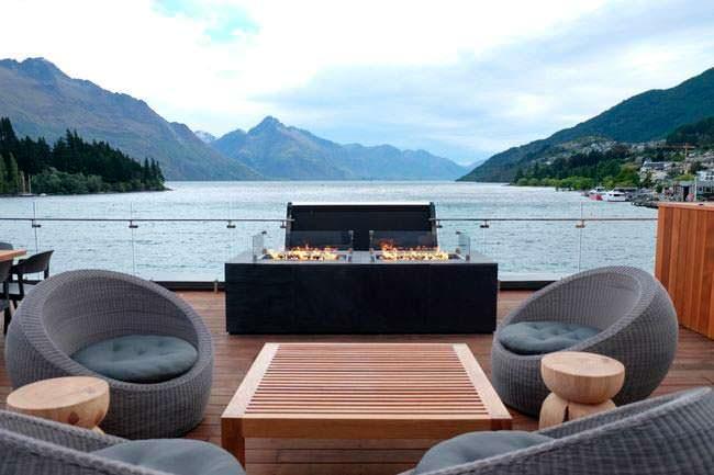 Пейзажная терраса с кофейным столом