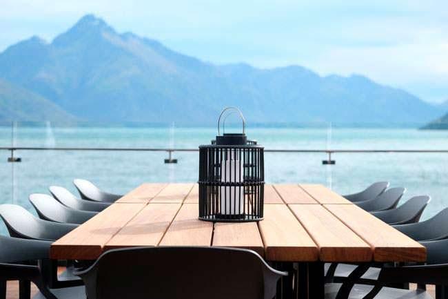Обеденный стол на террасе пентхауса