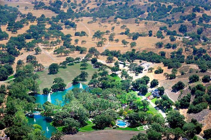 Ранчо Майкла Джексона Neverland с высоты