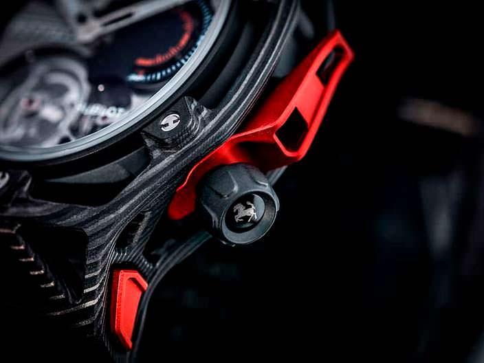 Заводная головка на часах Hublot Ferrari
