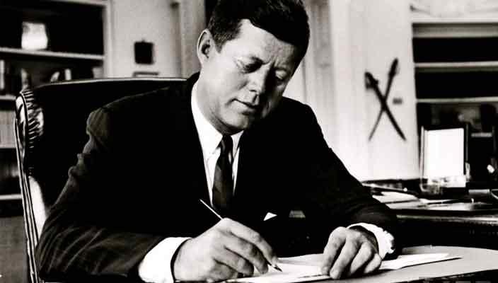 Личный ежедневник Джона Кеннеди продадут на аукционе | цена