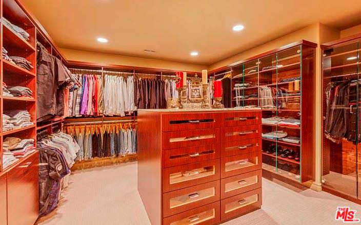 Фото | Гардеробная комната дома в Студио Сити Крис Дженнер