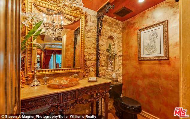 Фото | Венецианский дизайн ванной в доме Крис Дженнер