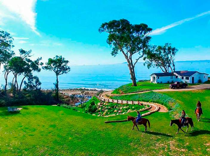 Фото   Дом на скале у океана в Калифорнии