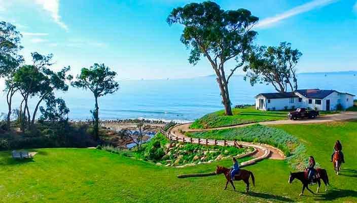 Кевин Костнер продает дом на берегу океана | фото и цена