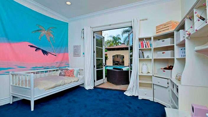Фото | Дизайн маленькой детской комнаты в доме Тори Спеллинг