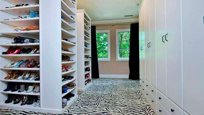 Фото | Семейный гардероб в доме Тори Спеллинг