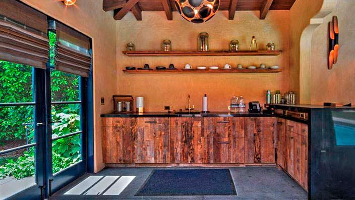 Фото | Собственный бар на участке дома