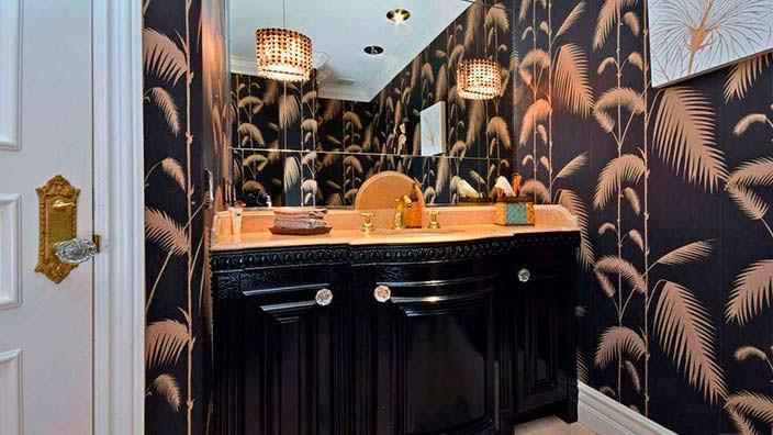 Фото | Позолоченный смеситель в туалете