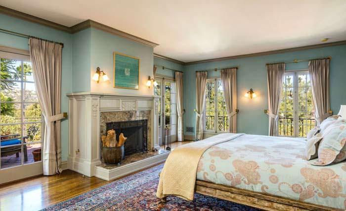 Фото | Интерьер спальни в классическом стиле с камином