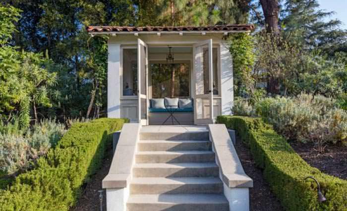 Фото | Беседка в саду дома в Лос Фелис