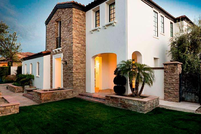 Фото | Тосканский стиль в дизайне дома Кайли Дженнер