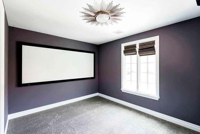 Фото | Кинозал в доме с полотном для проектора