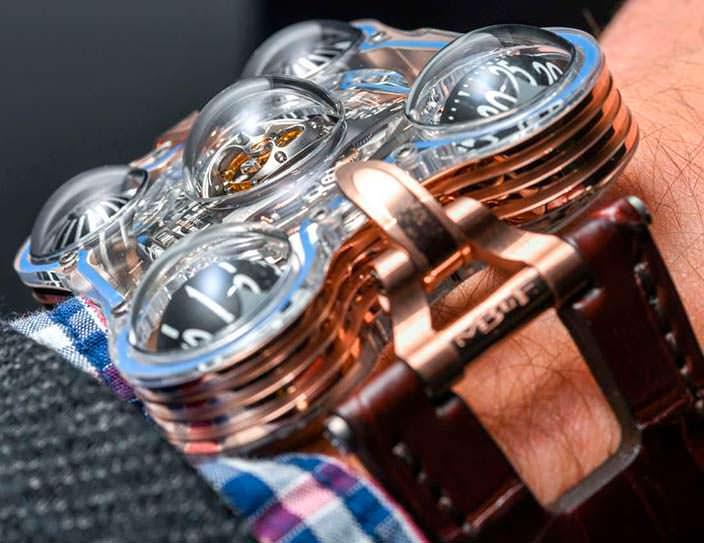 Фото   MB&F HM6: часы из розового золота и сапфира