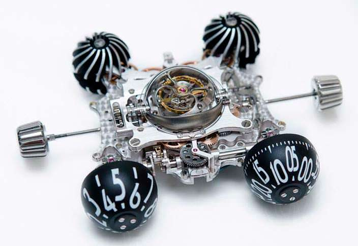 Фото   Разобранные швейцарские часы MB&F HM6