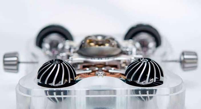 Фото   MB&F HM6: часы в кристалле сапфира