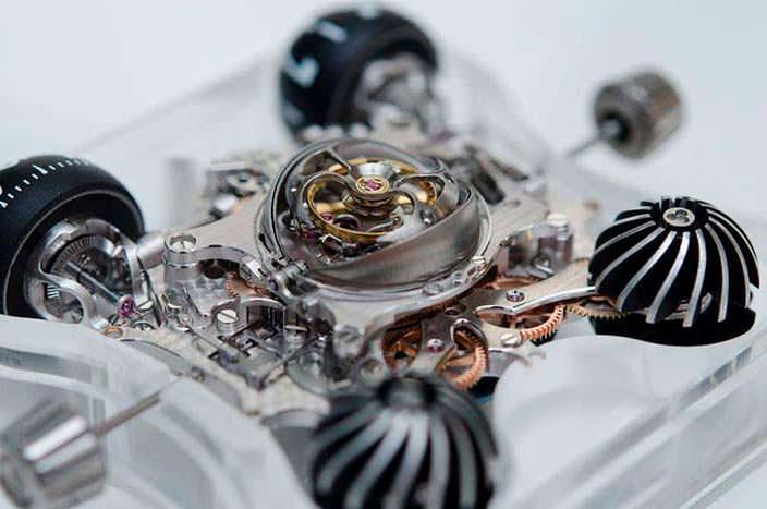 Фото   Сапфировые часы с турбийоном MB&F HM6