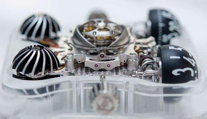 Фото   Турбийон часов с титановым куполом MB&F HM6