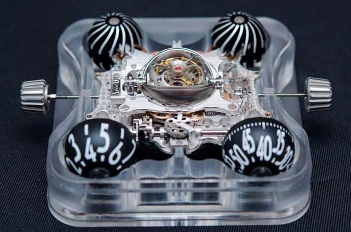 Фото   Часы с турбийоном из сапфира MB&F HM6